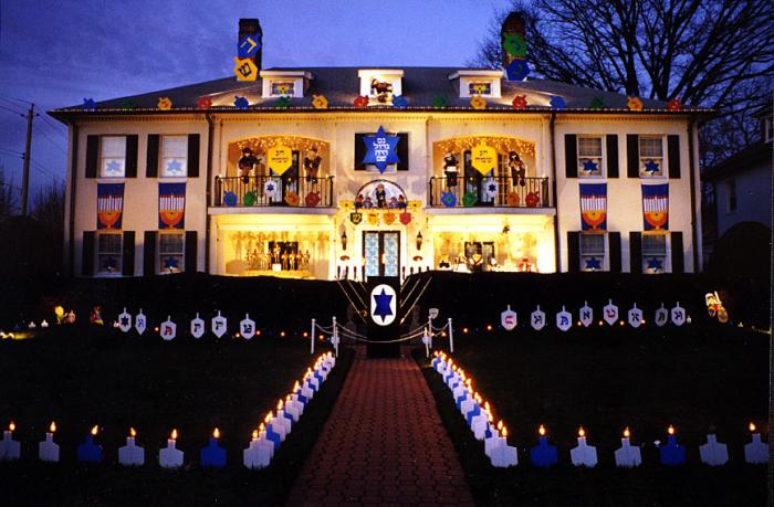 """Chanukah House"" Lights Up Baltimore"