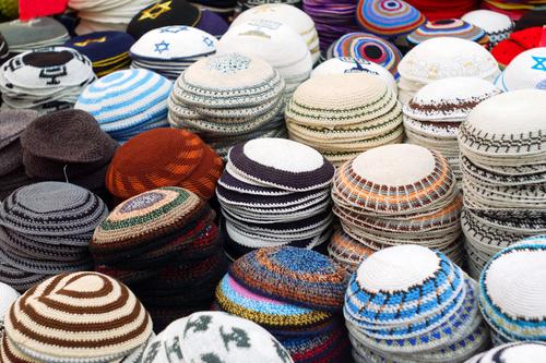 how to wear a yarmulke